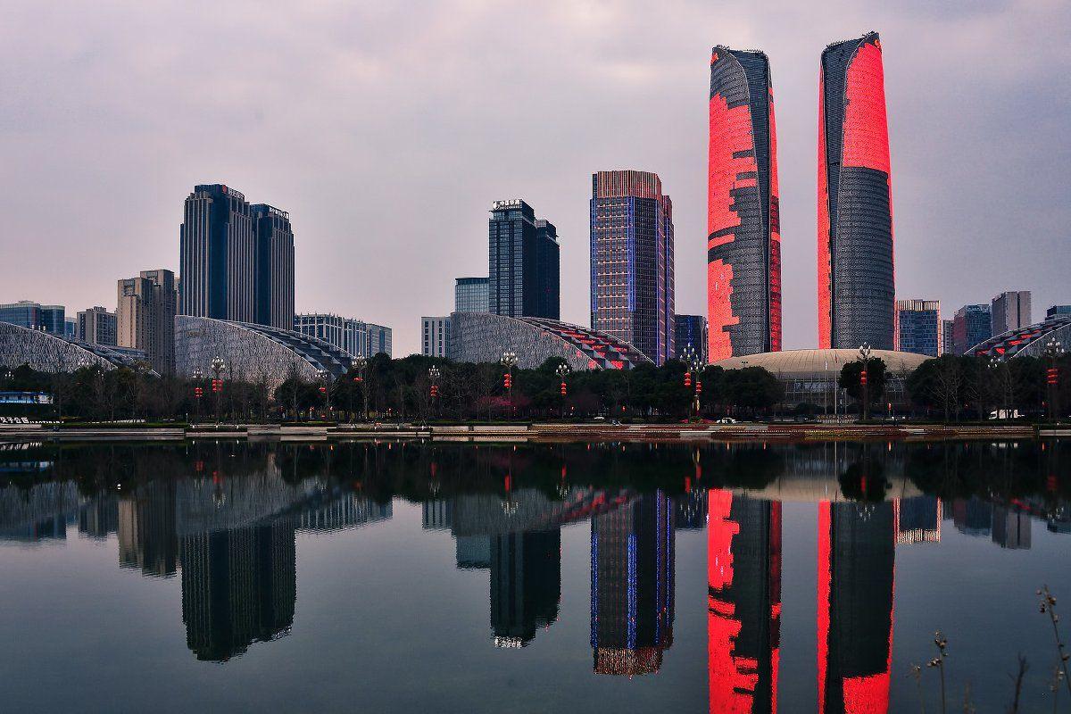 2020中秋国庆成都金融城双子塔灯光秀几点亮灯?