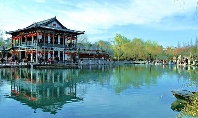【趵突泉景区】属于天下第一泉景区,可看其他三股泉水喷发的壮丽景象~