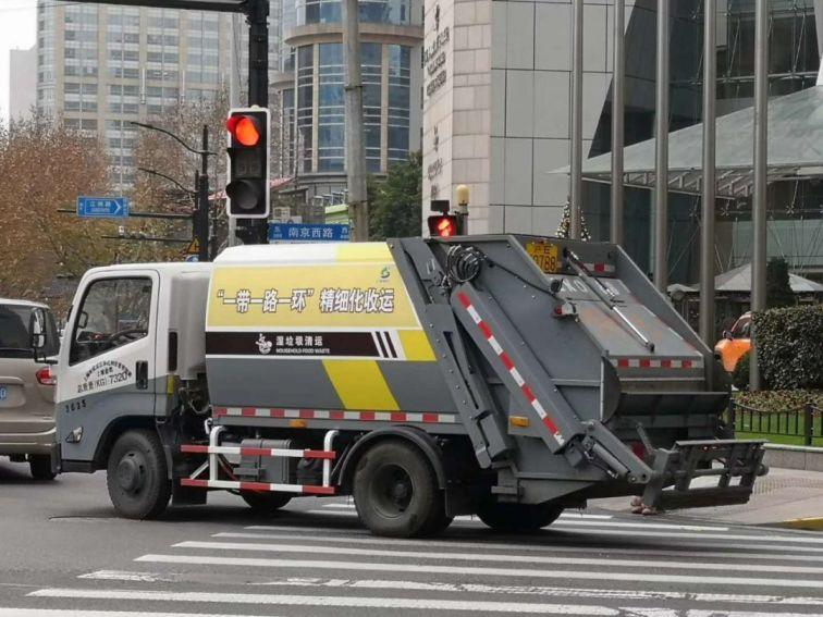 上海全面推行环卫车辆车容车貌管理措施