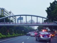 2017东风路陵园西路西侧天桥试通行 后续