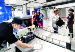 广州地铁大客流车站遇安检排队 可换其他入口进站