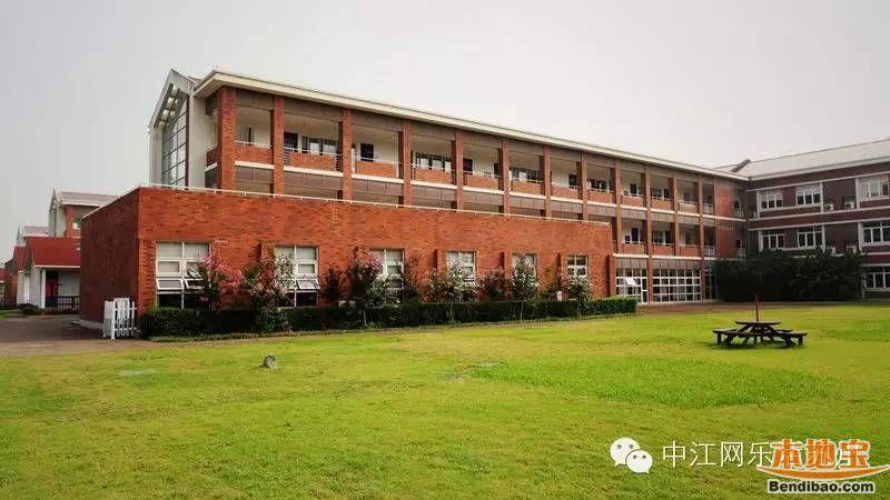 2、苏州中学(园区校区)      【学校简介】   苏州中学园区校(简称园区校)是苏州中学在园区的一所分校,虽然地处园区,但是隶属于市区JYJ;学校于2003年建立,属于四星级高中。园区校作为苏州唯一一所全寄宿的公办高中学校,虽然位置相对偏僻,但也凭借它的学校环境、硬件设施、优势资源等吸引了来自苏城的众多学子。      关于高考成绩:   2015年,全体在籍考生(含艺术生)本一率41.