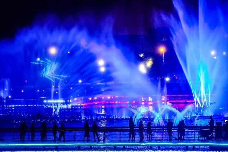 沈阳浑南中央广场音乐喷泉25日正式亮相