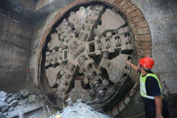 深圳地铁8号线一期全线贯通 下一步将全面开展铺轨