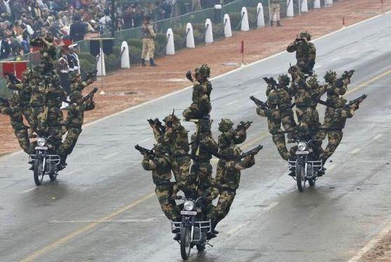 印度阅兵式搞笑大集锦 摩托车表演杂技奥巴马点赞